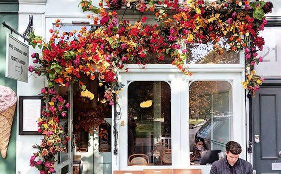 Thiết kế quán cafe hoa – Không gian tràn ngập màu sắc